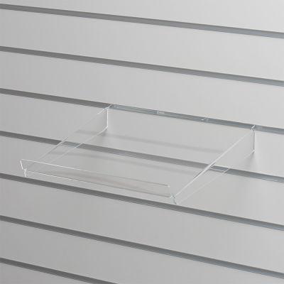 Brochurehylde i klar akryl for rillepanelerskrå hylde med opbukket forkant og nedbukkede sidermål B39xD30 cm - forkant måler 3 cm