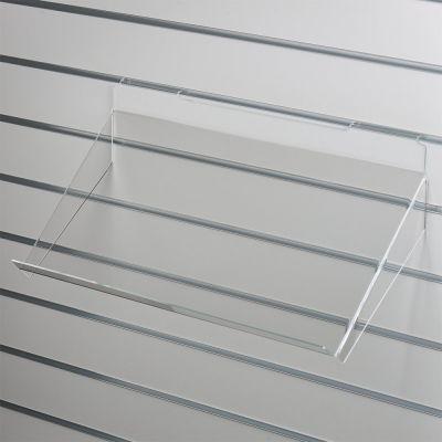 Brochurehylde i klar akryl for rillepanelerskrå hylde med opbukket forkant og nedbukkede sidermål B60xD30 cm - forkant måler 3 cm