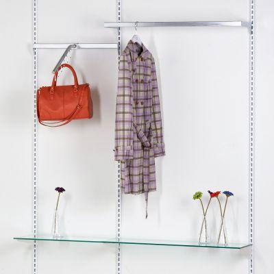 Tøjinventar inkl. ophæng bredde 150 cm - består af 3 vægskinner i højde 219 cm1 U-bøjlestang 90 cm - 1 ophængsbom 60 cm - 1 taskeophæng skrå - 2 glashylder med hyldebærer