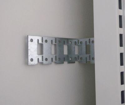 Beslag i galvaniseret stålplade - for søjle til fastgørelse af L-søjle til væg