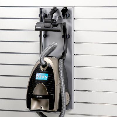 Støvsuger hylde til panel inkl. holdere for rør og mundstykker - hyldeforkant H38 mm monteret