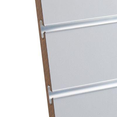 Rillepanel i lys grå med sporafstand på 10 cmmål H195,5xB86,5 cm og passer for L-søjler H202 cm
