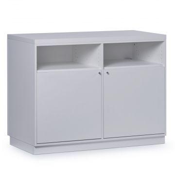Butiksdisk i hvid inkl. topplade i hvid slidstærk laminat samt 2 låger og 4 hylder<br />mål længde 120 cm - diskdybde 60 cm - højde 92,5 cm