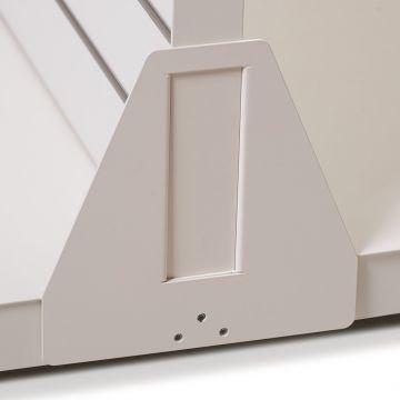 Hvidt afstivningsbeslag for gulvstander - brug 2 stk. pr. gulvstander<br />Sikrer dine tunge varer på hylden