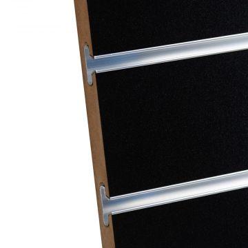 Rillepanel i sort med sporafstand på 10 cm<br />mål H195,5xB86,5 cm og passer for L-søjler H202 cm